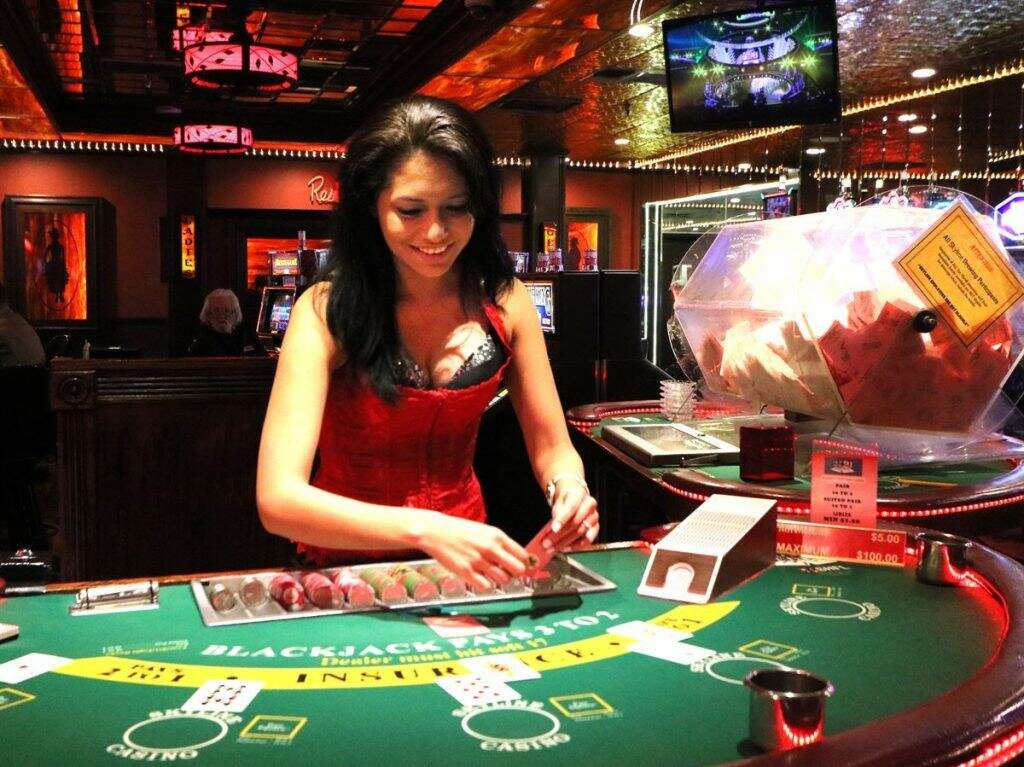 Explore the Benefits of Playing Online Slots